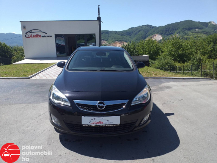 Opel Astra Garancija 12 mjeseci